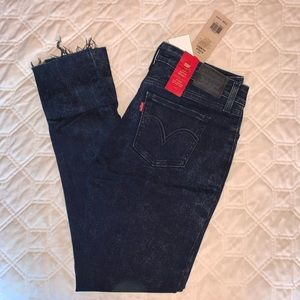 Levi Super Skinny Frayed Jeans